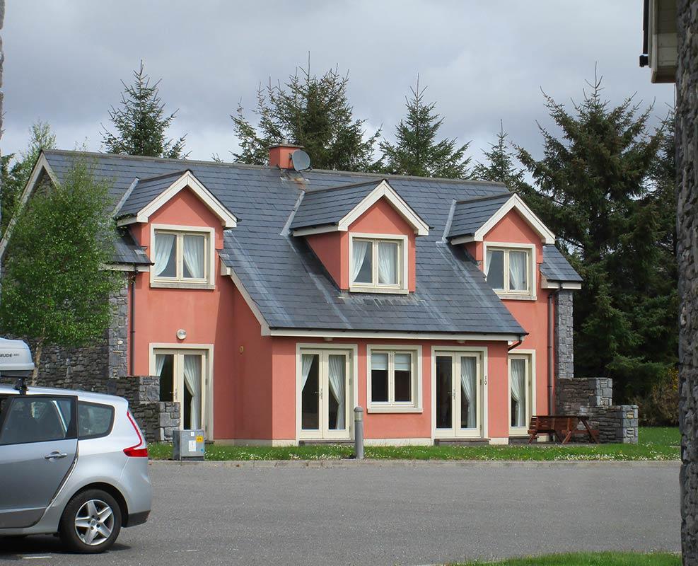 Photo extérieure d'un des cottages proposés à Kenmare lors du séjour Irlande golf pro