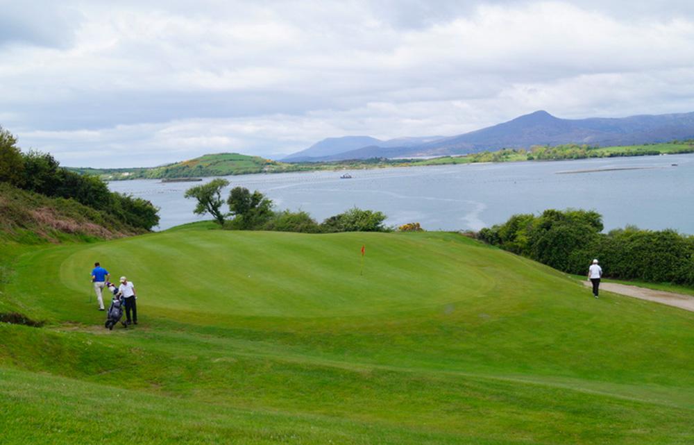 Bantry Bay Golf Club, l'un des parcours proposés lors du séjour Irlande golf pro avec Jérôme Bourel